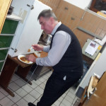 Der Gulasch - Chefkoch beim Vorkosten