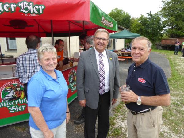 2. Bürgermeister Preuß (mitte ) und Herr Stadler (rechts) liessen sich das Fest ebenfalls nicht entgehen.